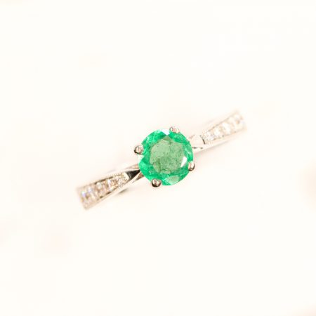 18ct white Gold Colombian Emerald Ring Accent Diamonds