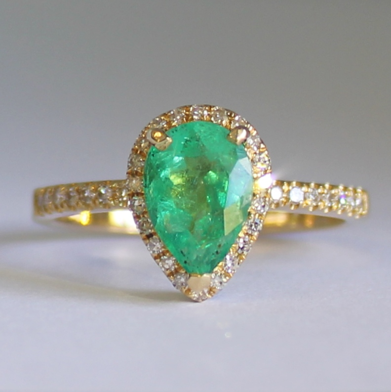 18ct Yellow Gold1.2 ct Colombian Emerald  38 Diamonds Ring. Emerald ring pear shape