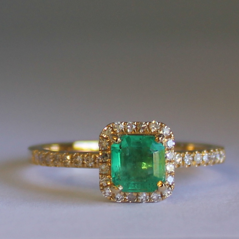 18ct Yellow Gold Colombian Emerald and 36 Diamonds Ring.
