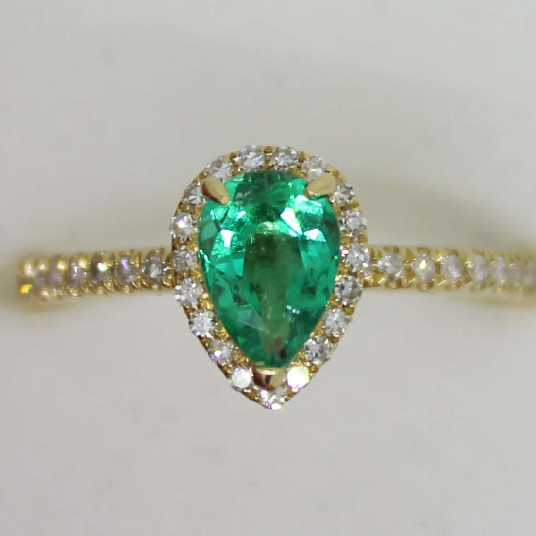 18ct Yellow Gold Colombian Emerald  35 Diamonds Ring. Emerald ring pear shape