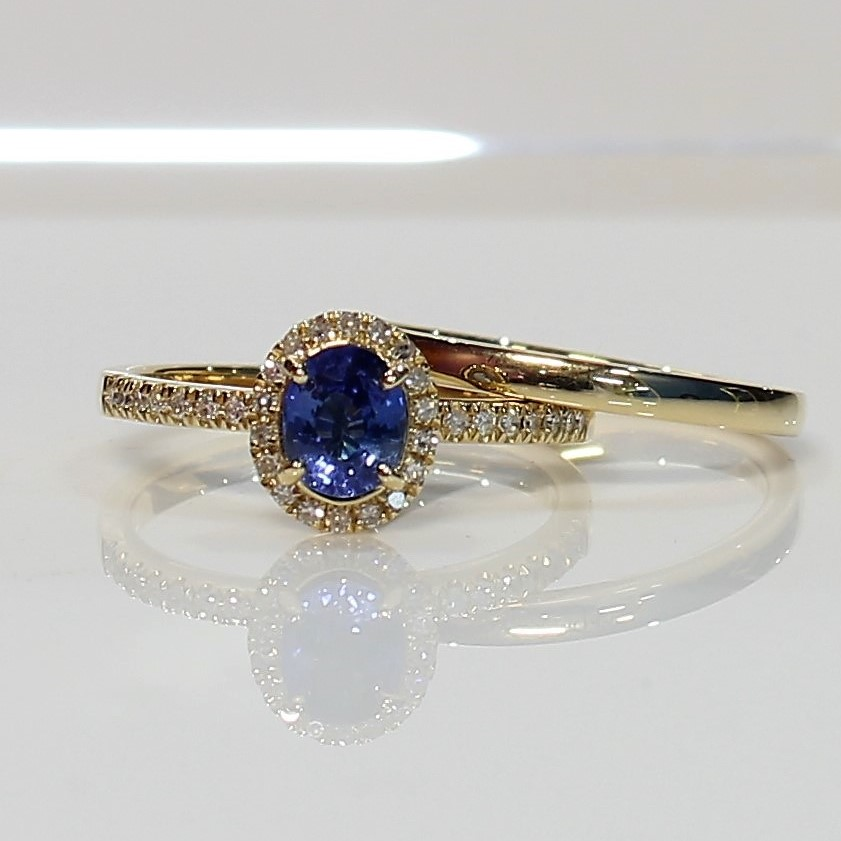 18K Yellow Gold Blue Sapphire diamond Ring.