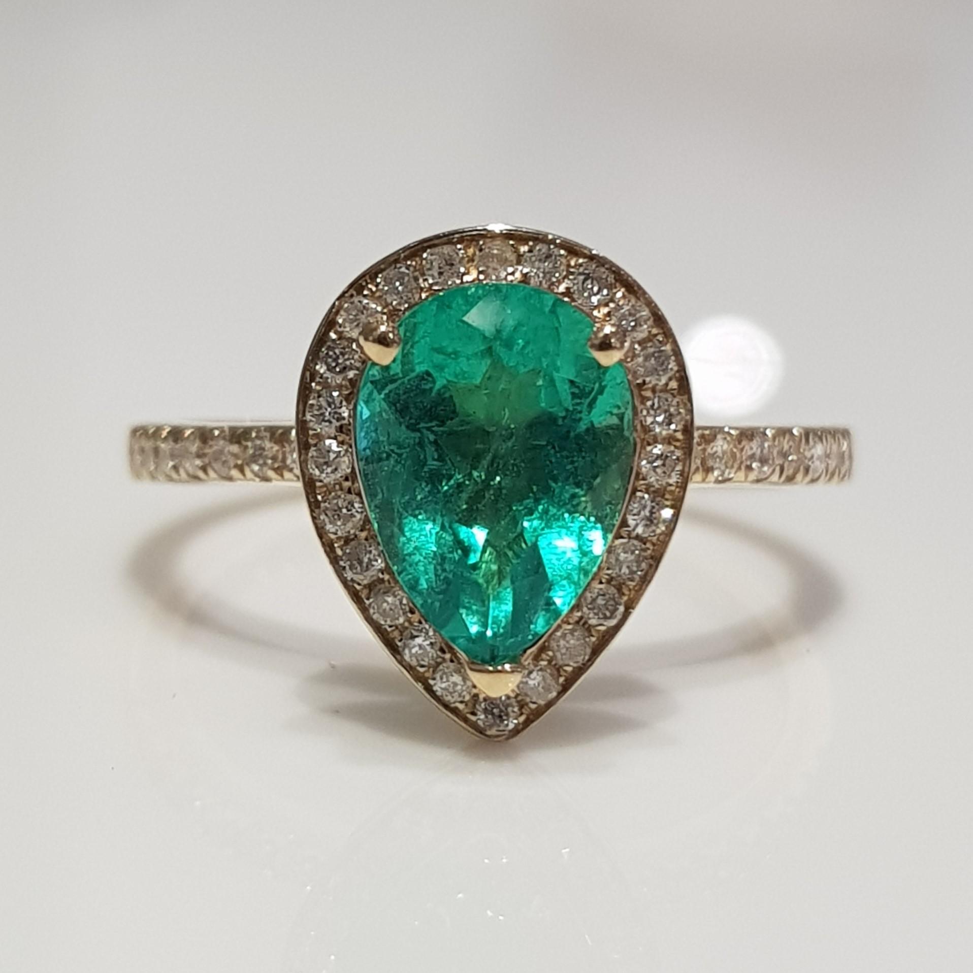 18K Yellow Gold Colombian Emerald  Diamond Ring set.