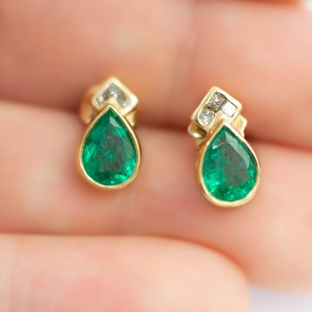 2.2 Carats Pear cut Colombian Emerald Diamond Earrings 18k Yellow Gold