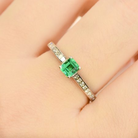 Colombian Emerald and Diamonds Ring in 18K Gold Petite Minimalist Ring