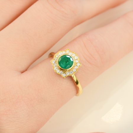 18Ct Colombian Emerald Halo Ring Antique Frame
