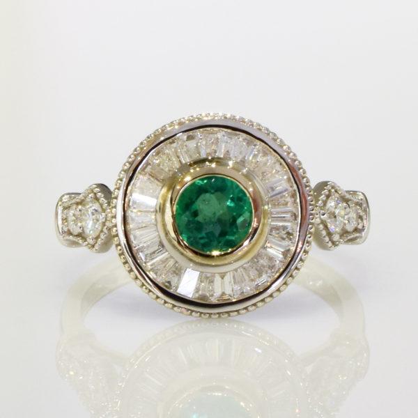 Art Deko Emerald  Ring  18k White gold