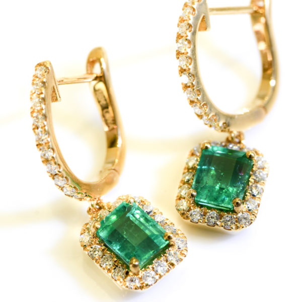 Colombian Emerald Earrings 18k Yellow Gold and Diamond