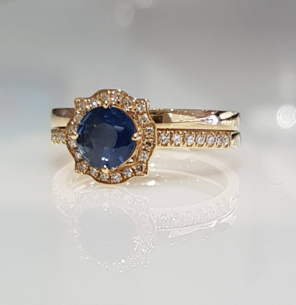 18K Yellow Gold Vintage Style Sapphire and Diamonds Ring