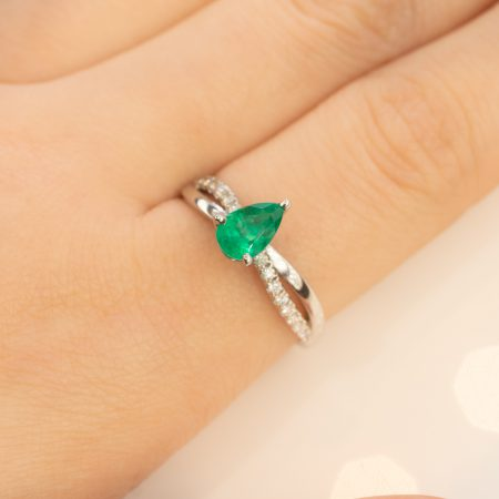 Petite Twisted Vine Colombian Emerald Diamonds Ring