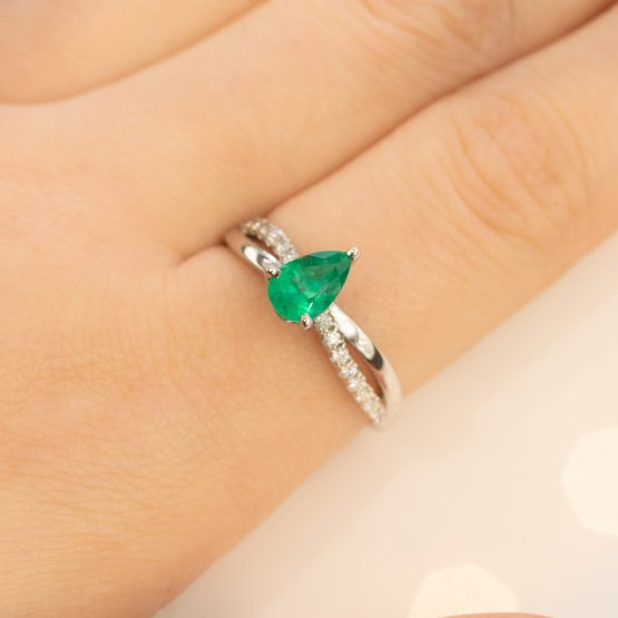 Twisted band colombian emerald ring - 1982152-2