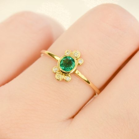 Colombian Emerald and Diamond Ring 18K Yellow Gold