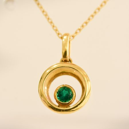 Colombian Emerald Pendant and Chain in 18K Yellow Gold