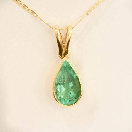 Pear Cut Colombian Emerald Pendant in 18K Gold
