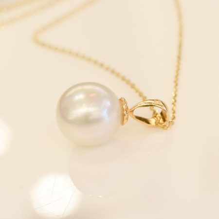 Australian South Sea pearl Pendant in Yellow Gold