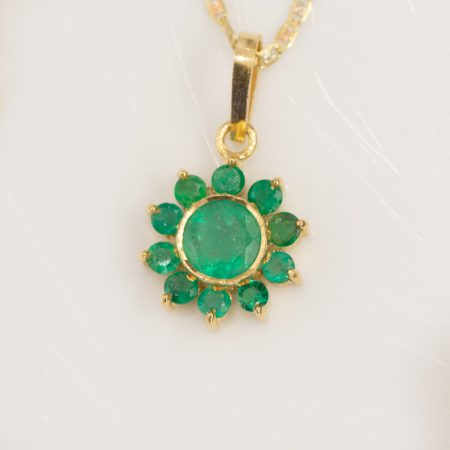 Colombian Emerald Flower Pendant 18ct Yellow Gold