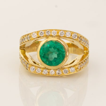 Colombian Emerald and Diamond State Ring 18K Yellow Gold