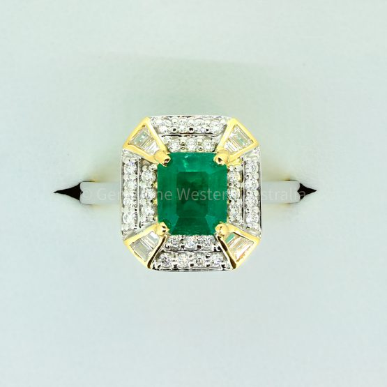 Emerald Cut Colombian Emerald and Diamond Ring in 18K Gold - 1982327