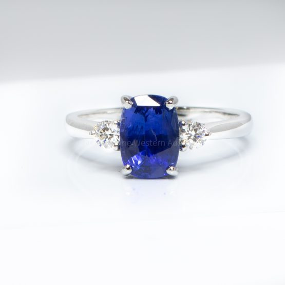 Royal Blue Ceylon Sapphire and Diamond Three Stone Ring 18K Gold - 1982376