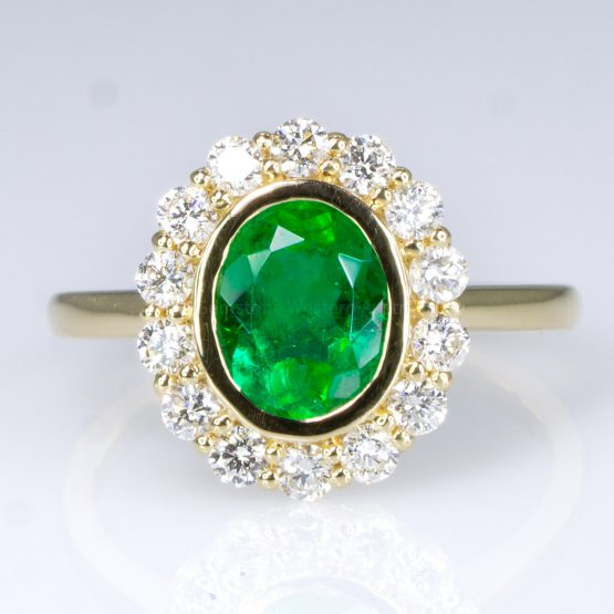 Oval Cut Colombian Emerald and Diamond Ring in 18K Gold - 1982371 - 7