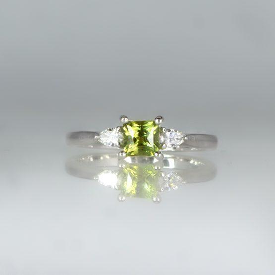 Rare Alexandrite and Diamond Three Stone Ring in 18K White Gold - 1982458