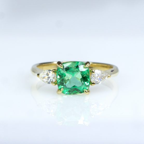 1.6 Carats Natural Colombian Emerald and Diamond Ring in 18K Gold - 1982464-3